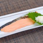 【華やかでハレの料理 えんげ食レシピ】鮭の塩焼き(セブンイレブン惣菜)|訪問歯科ネット